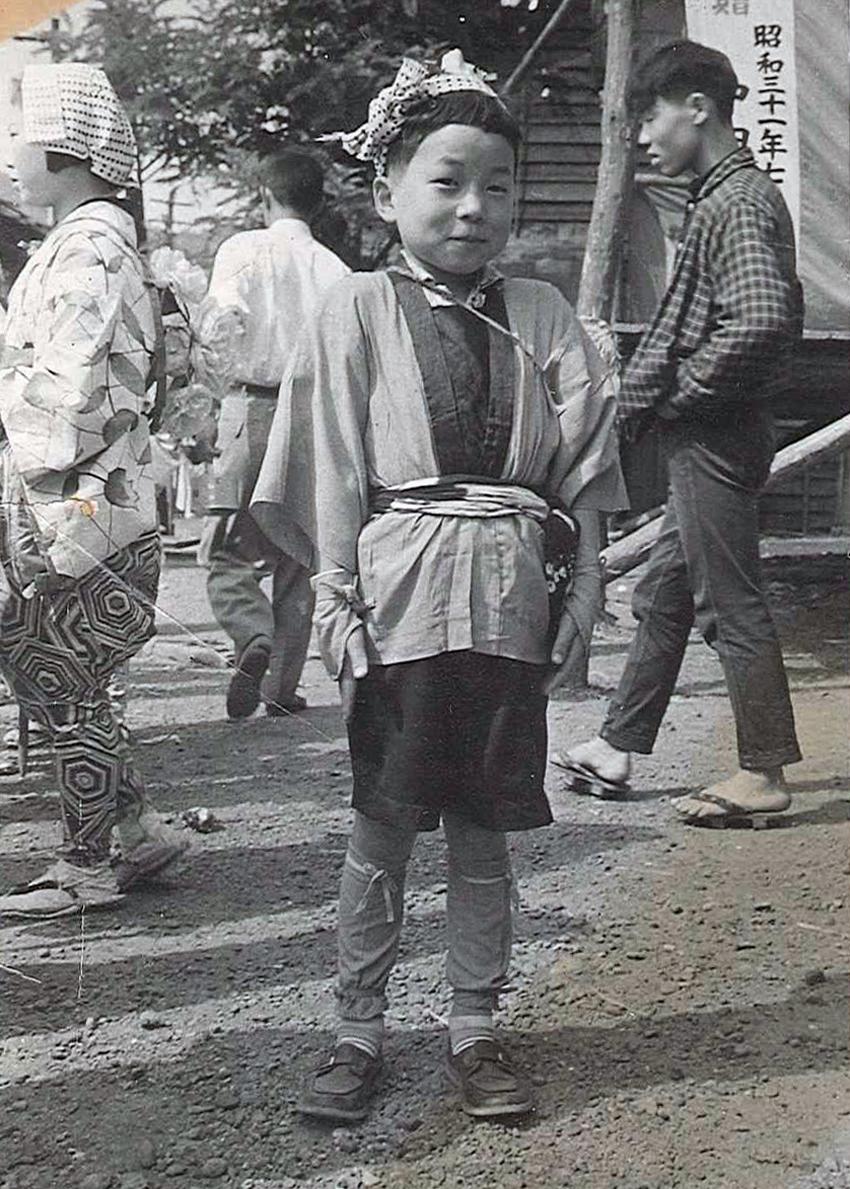 北海道美唄 お祭りにて(5歳くらい)