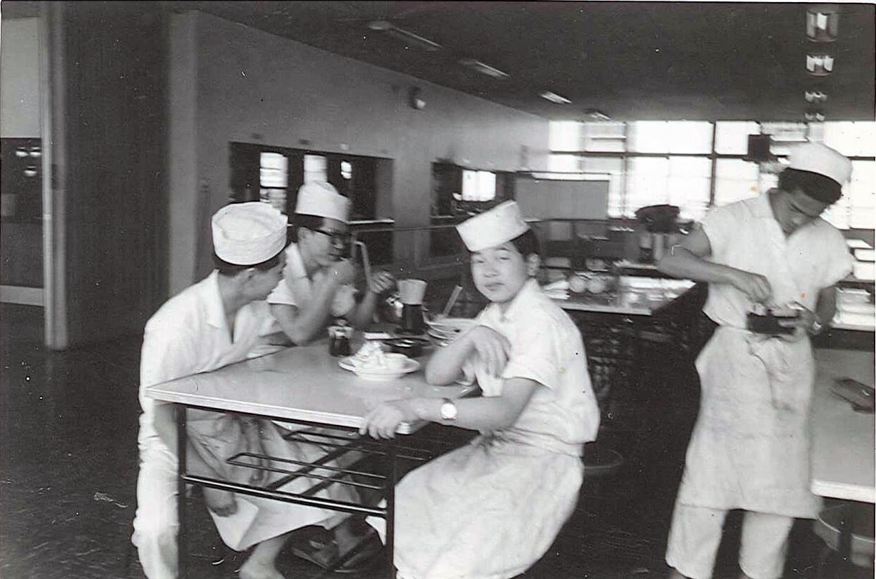 社員食堂での皿洗い時代。(16歳)将来、お店を持ちたいと思うようになる。